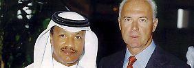 Man kennt sich: Mohammed bin Hammam und Franz Beckenbauer.