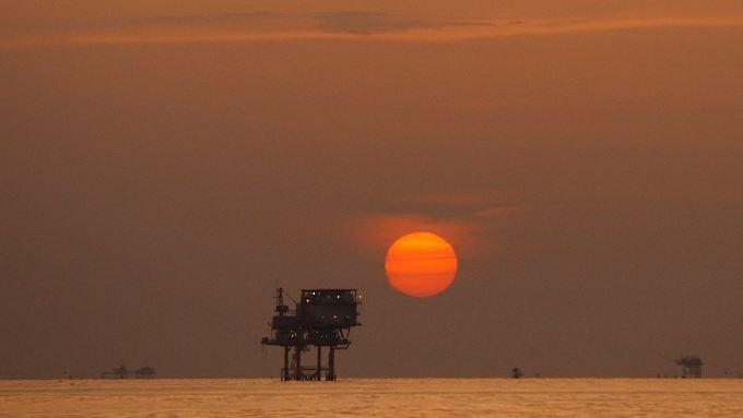 Die Ölförderer stehen vor einer Zeitenwende: Sie müssen sparen - und ihre Abhängigkeit vom Öl verringern.