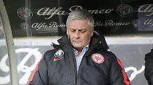 Emotionlos: Armin Veh während des Spiels gegen Ingolstadt.
