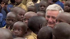 Mit dem eigenen Flugzeug um die Welt: Von Botswana nach Ruanda