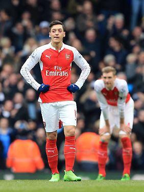 """""""Finden immer einen Weg zu versagen"""": Mesut Özil."""