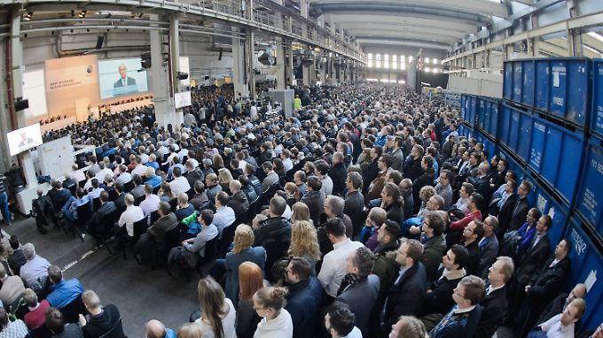 Betriebsversammlung in Wolfsburg: VW-Chef Matthias Müller spricht.