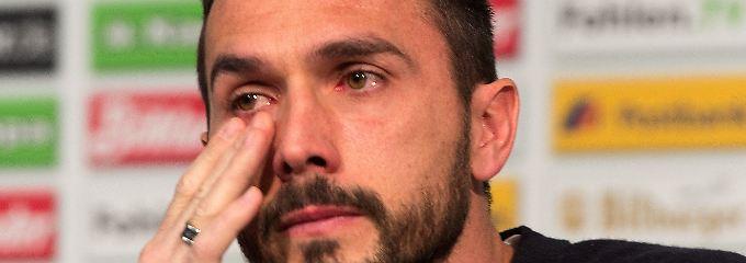 Mit Tränen in den Augen verkündet Martin Stranzl sein Karriereende im Sommer.
