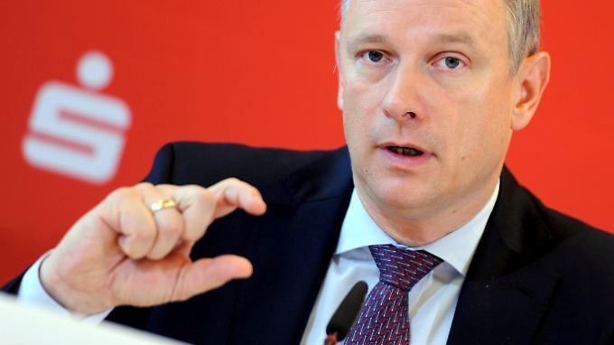 Erträge steigern, Kosten senken, Substanz aufbauen: Georg Fahrenschon kritisiert die Strafzinsen der EZB (Archivbild).