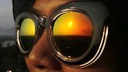 Sonnenanbeter und Selfie-Jäger: Indonesien bejubelt die Finsternis