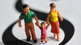 Verheiratet oder nicht - der Kläger versorgt eine Familie und will, dass das bei der Unterhaltsberechnung berücksichtigt wird.