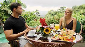 Ein romantisches Frühstück unter der Sonne Costa Ricas? Man kann 24 Stunden auch schlechter verbringen als Leonard und Daniela.