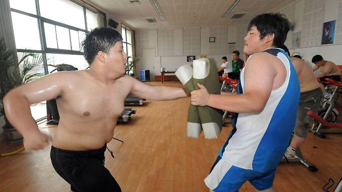 Den Pfunden den Kampf angesagt haben auch diese Jugendlichen aus China.