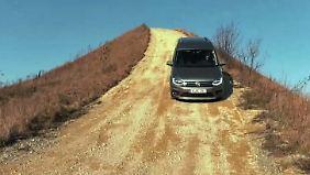 Von zwei auf vier: Mit dem VW Caddy Allrad unterwegs auf hügeliger Piste