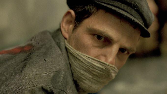 """Steht im Mittelpunkt von """"Son of Saul"""": Saul ist Mitglied des Sonderkommandos in Auschwitz - er muss etwa die Gaskammern säubern und die Leichen zu den Krematorien bringen."""