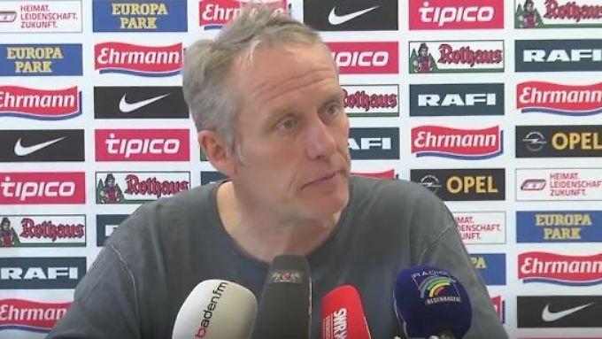 Freiburgs Trainer Christian Streich hat seine Spieler zur Briefwahl aufgerufen.