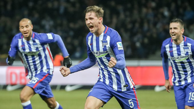 Niklas Stark jubelt nach dem Treffer zum 2:0.