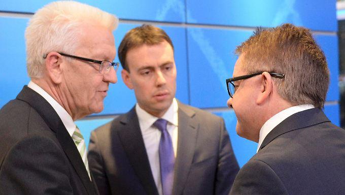 Die Spitzenkandidaten von Grünen, SPD und CDU - Winfried Kretschmann, Nils Schmid und Guido Wolf (v.l.) - werden mit der FDP in den kommenden Wochen über eine Koalition verhandeln.