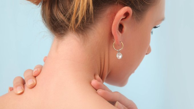 Der Nacken ist nicht für langes Kopfneigen ausgerichtet.