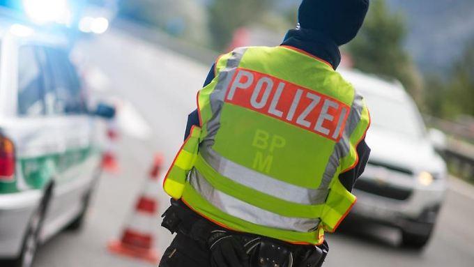 Die Polizei riegelte den entsprechenden Autobahnbereich komplett ab.