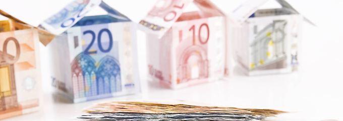 Das derzeit niedrige Zinsniveau ist nicht in Stein gemeißelt. Kreditnehmer sollten sich deshalb langfristig binden.
