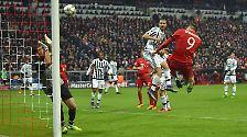 Das taten sie ab der 73. Minute - und wie! Zunächst traf Lewandowski nach Flanke des nimmermüden Douglas Costa per Kopf.