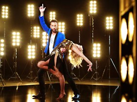"""Bei """"Let's Dance"""" versucht er gerade mit seiner Tanzpartnerin Isabel Edvardsson zu punkten."""