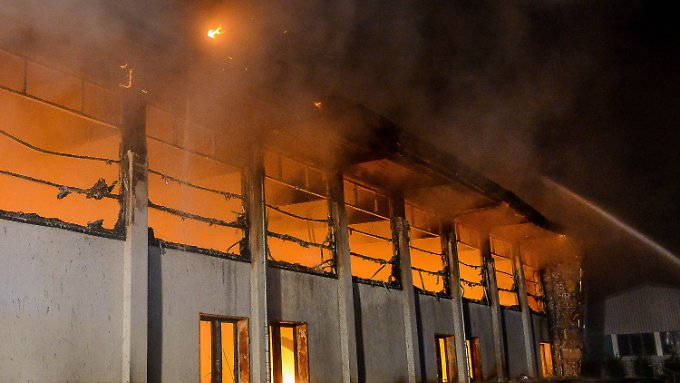 Für den Brandanschlag auf eine geplante Flüchtlingsunterkunft in Nauen soll ein NPD-Funktionär verantwortlich sein.