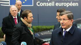 Bestürmt: Davutoglu in Brüssel.