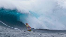 Um die Wellen vor Pedra Branca zu bezwingen, braucht man nicht nur Können, sondern auch jede Menge Mut.