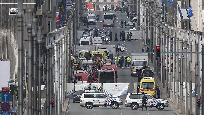 Rettungskräfte nach der Explosion an der Metrostation Maelbeek.