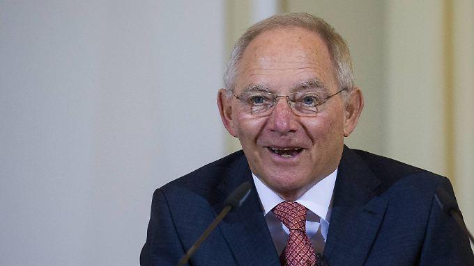 Wolfgang Schäuble kann sich über niedrige Zinsen freuen.