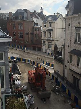 Gleich links um die Ecke ist das EU-Parlament. Die Straßen sind leer gefegt.