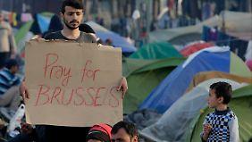 Auch Flüchtlinge im griechischen Idomeni bekundeten nach den Anschlägen ihre Anteilnahme.