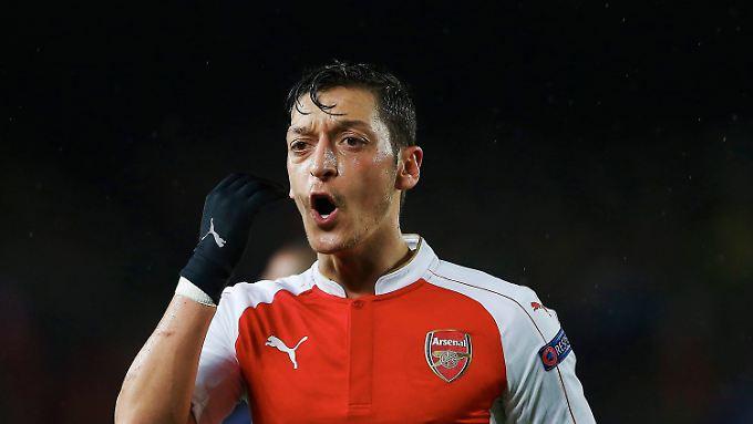Arsene Wenger ein Grund, den FC Arsenal zu verlassen? Im Gegenteil, betont Weltmeister Mesut Özil.