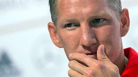 Eine Verletzung am Knie droht, Bastian Schweinsteiger auszubremsen.