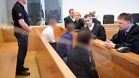 Die Angeklagten im Landgericht in Hannover.