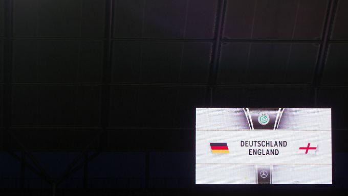 Die Anzeigetafel im Berliner Olympiastadion ist gerüstet für den Anpfiff.