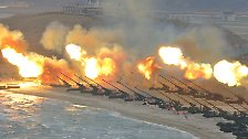 Auf Kommando des Diktators wird aus allen verfügbaren Rohren geschossen.