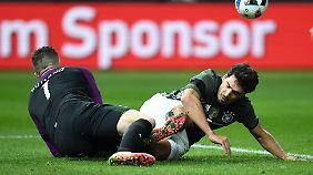 Mit Mats Hummels wechselte Bundestrainer Löw in der zweiten Halbzeit jegliche Abwehrstabilität im deutschen Team aus.
