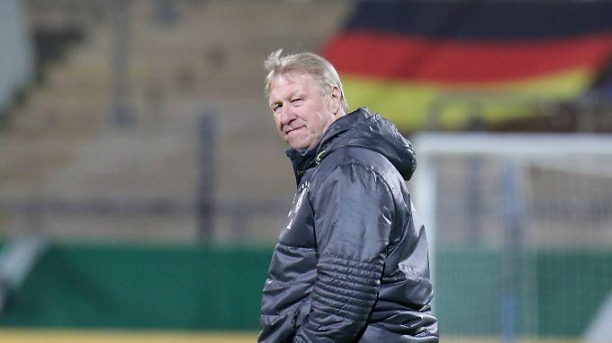 Horst Hrubesch steht mit den deutschen U21-Fußballern vor seinem letzten EM-Qualifikationsspiel.