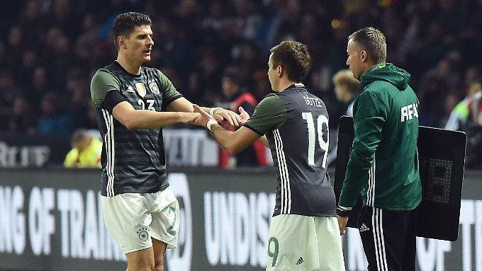 Mario Gomez hat wieder Spaß am Fußball. Mario Götze noch nicht.