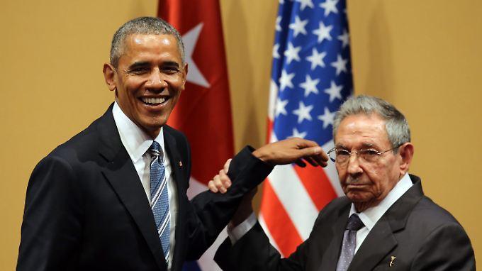 Was Raul Castro (r.) von der Kritik seines Bruders an den USA hält, ist nicht bekannt. Zu einem Treffen von Barack Obama mit Fidel Castro kam es bei dem historischen Besuch nicht.