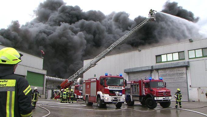 Brand im Wiesenhof: Rund 200 Feuerleute sollen vor Ort sein.