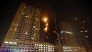 In Adschman, dem kleinsten der Emirate rund 20 Kilometer nordöstlich von Dubai, bricht in der Nacht ein Brand aus.