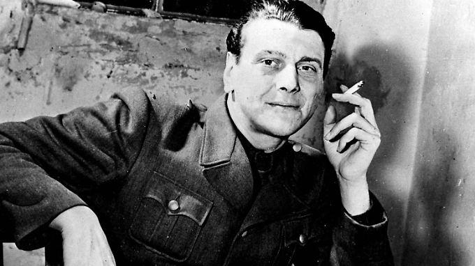 Otto Skorzeny, hier 1947 im Nürnberger Gefängnis, hatte auffällige Narben auf der linken Gesichtshälfte.