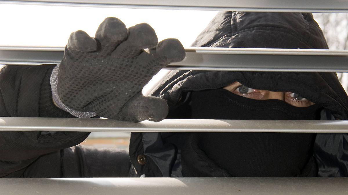 haus gegen diebe sichern schutz gegen einbrecher n. Black Bedroom Furniture Sets. Home Design Ideas