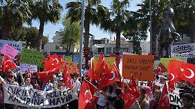Umsetzung des Abkommens mit der EU: Türken protestieren gegen Rücknahme von Flüchtlingen