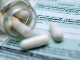 Kosten für Medikamente können Rentner als außergewöhnliche Belastungen steuerlich geltend machen. Dazu müssen sie aber eine Steuererklärung abgeben. Foto: Andrea Warnecke