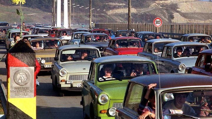 1989 ist es auch der Trabant, der die Ostdeutschen über die Grenzen in den Westen trägt.