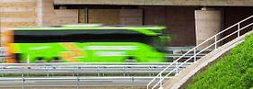 Fernbusse trügen zur Abnutzung von Autobahnen und Brücken bei, argumentieren die Minister - und fordern eine Maut.
