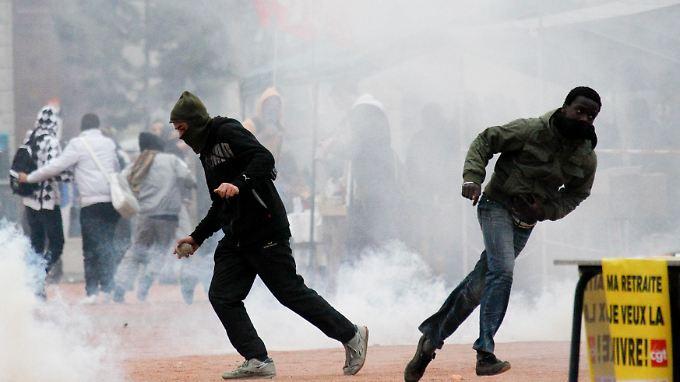 Proteste in Frankreich immer gewalttätiger: In Lyon brennt eine Schule ab