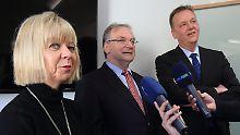 Reiner Haseloff (Mitte) mit den Landeschefs Cornelia Lüddemann (Grüne) und Burkhard Lischka (SPD).