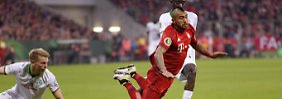 Bayerns Arturo Vidal hebt ab Richtung Berlin.