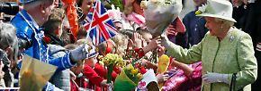 Im königlichen Hauptwohnsitz Windsor jubeln Tausende Untertanen ihrer Queen zu.